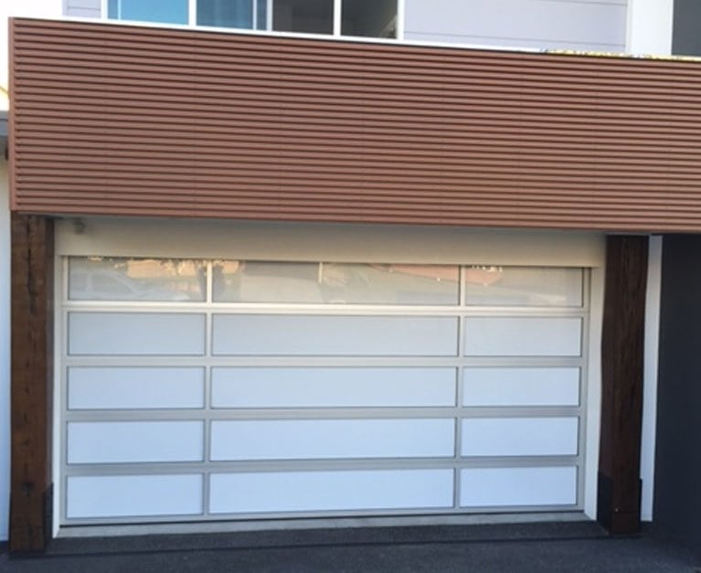 An automatic garage door : the practical solution